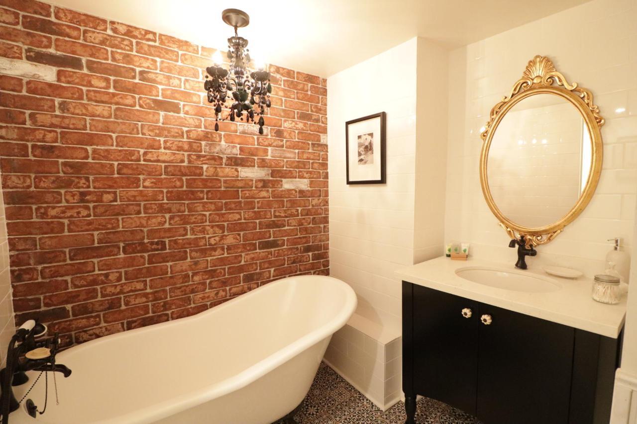 Hidden Haven Guest Bath.JPG
