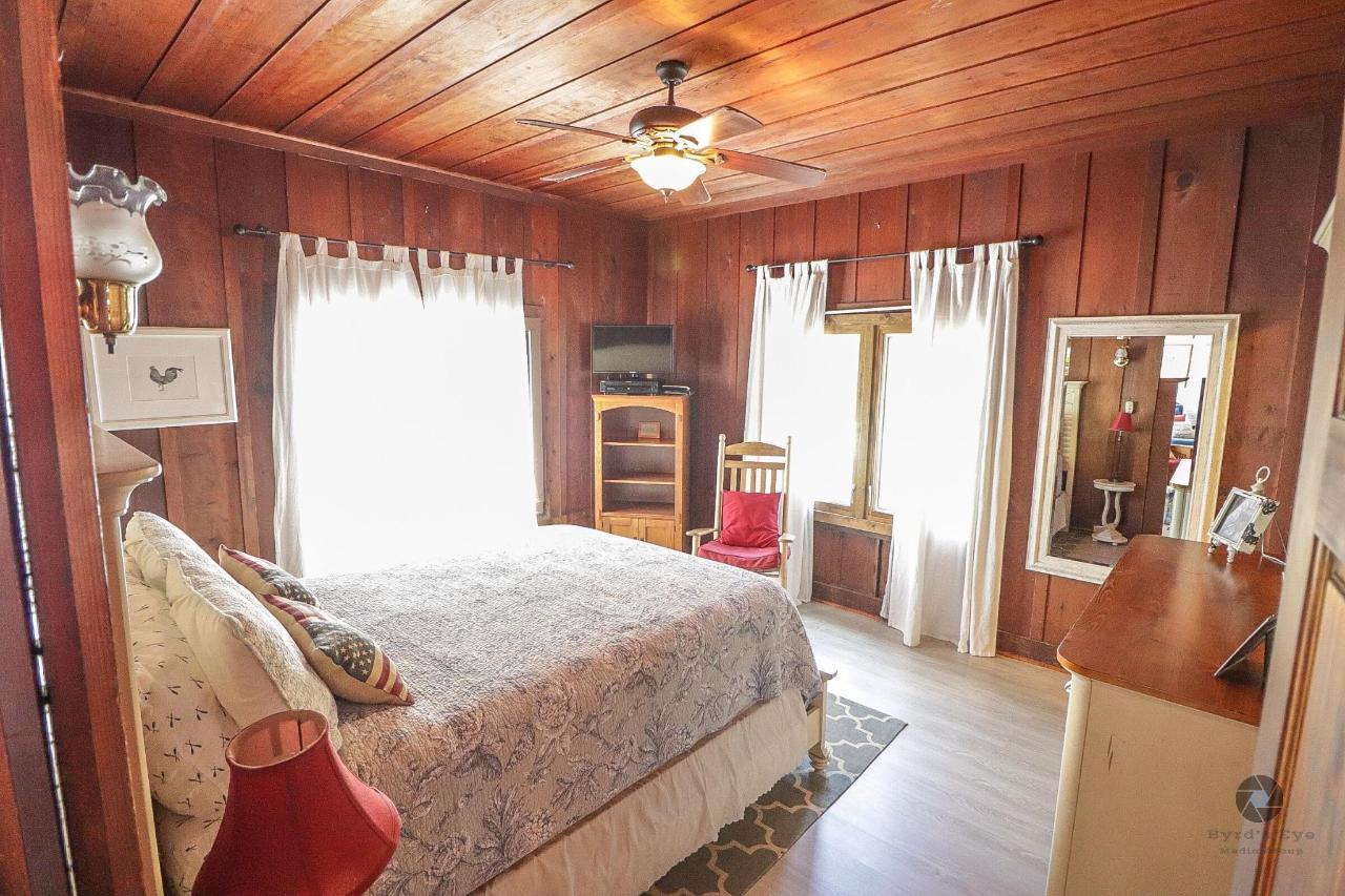 La Jolla Haven Guest bedroom.jpg