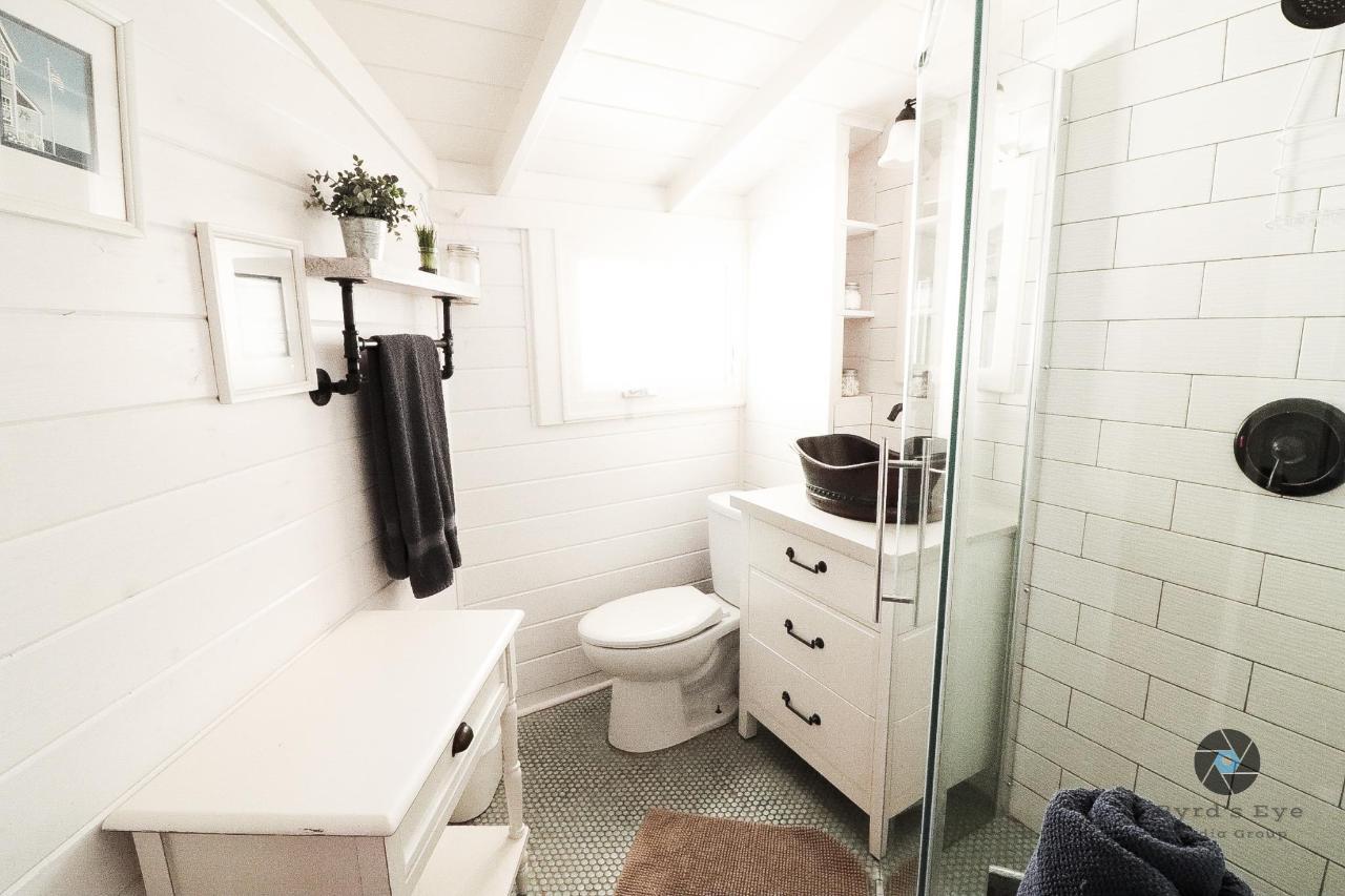 Sea Gate Bathroom.jpg