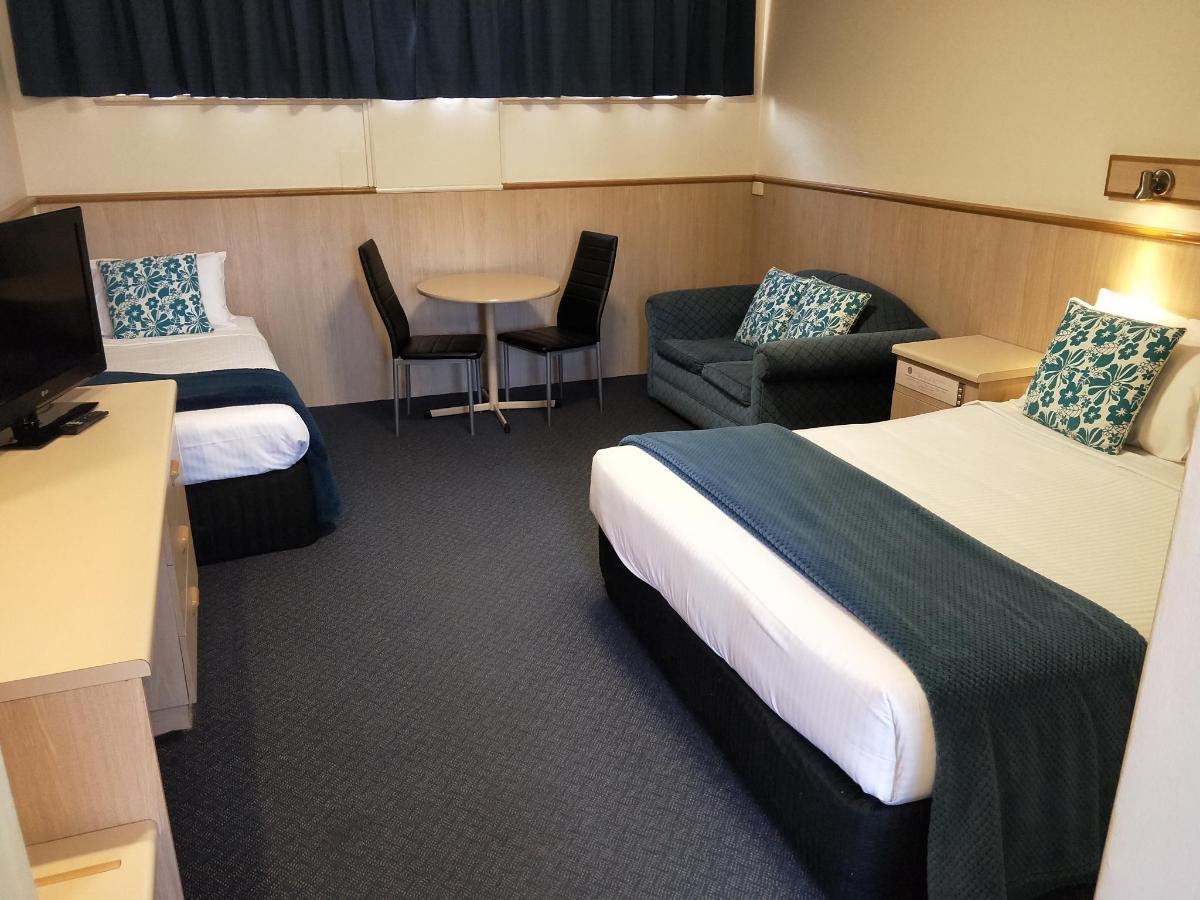 room 32 pic 2.jpg