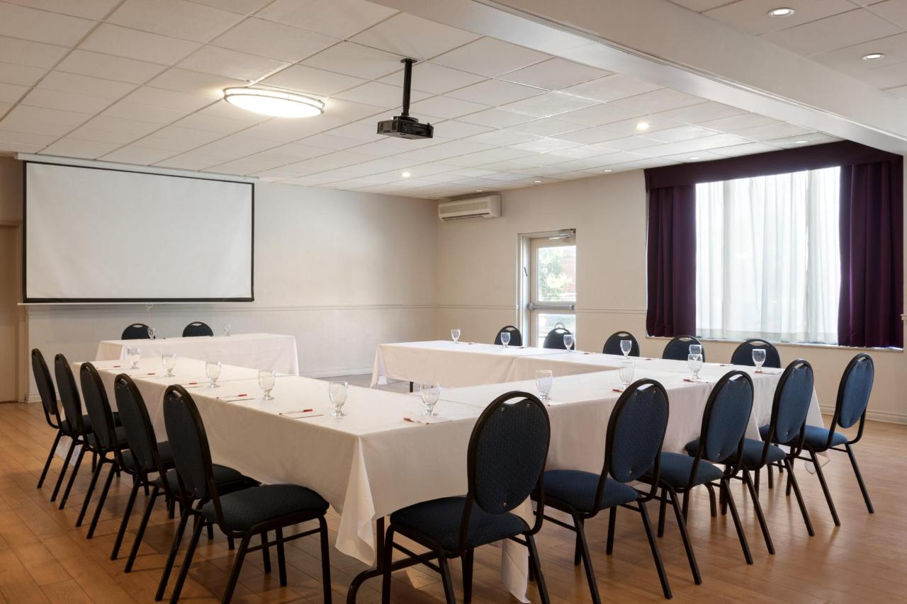 Ramada Montreal - Meeting Room - 1284209.jpg