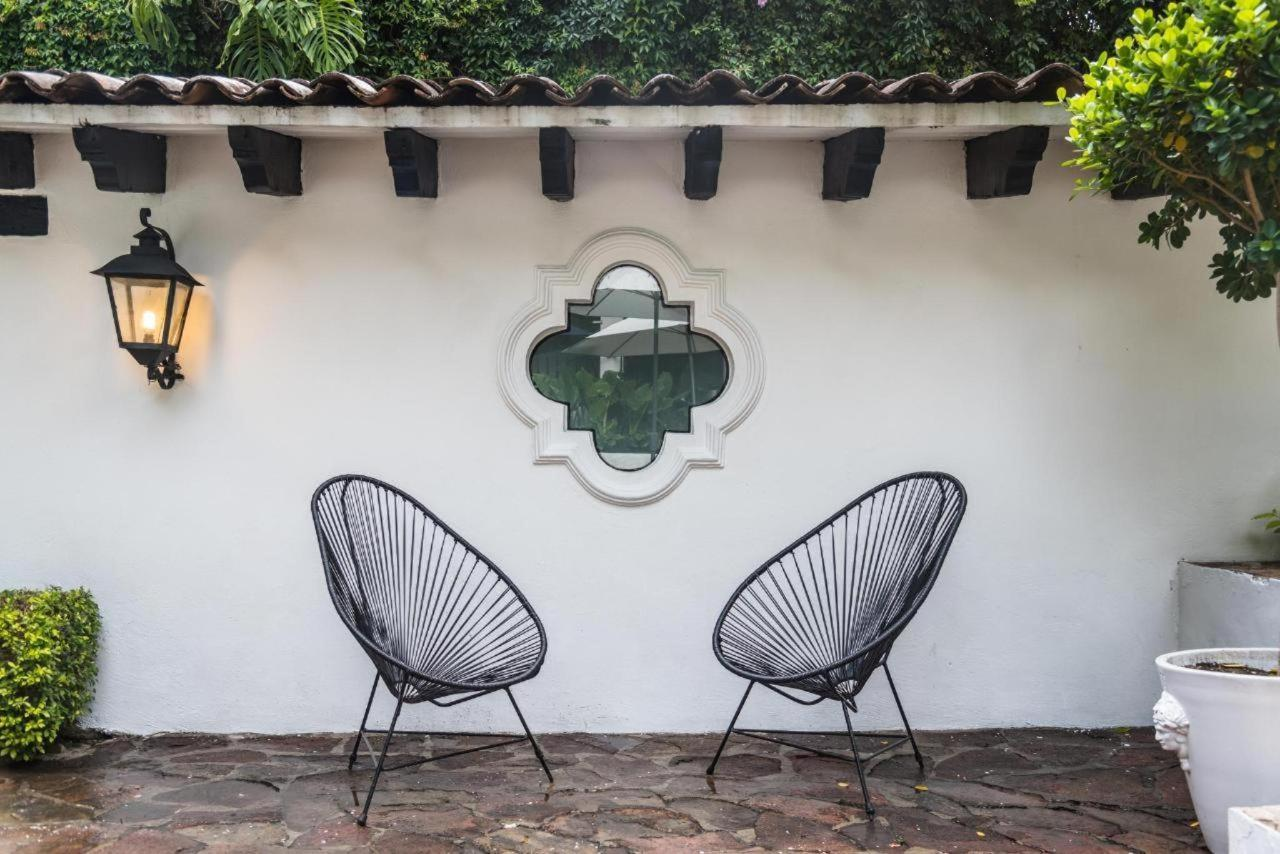 An excellent boutique hotel, Excellent service, nice decoration and   perfect location. Las Casas B + B, The best B + B Boutique Hotel, Spa &   Restaurant in Cuernavaca, Morelos.