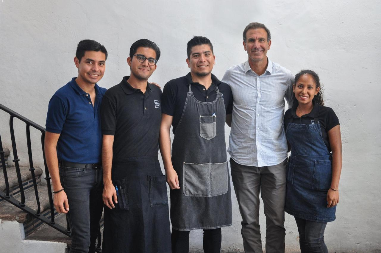 Paco Gabriel de Anda, former Sports Director of the Sacred Flock, visits the most central restaurant in Cuernavaca to enjoy delicious food and team up with our Team House