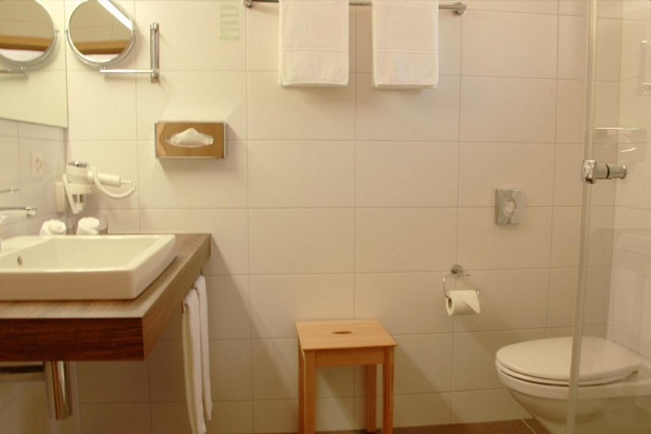 Badezimmer in allen Zimmer.jpg