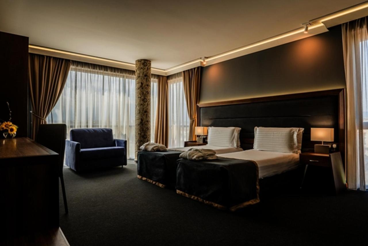 Corner_Deluxe_Family_Room_at_Budapest_Hotel_Sofia_BG.jpg