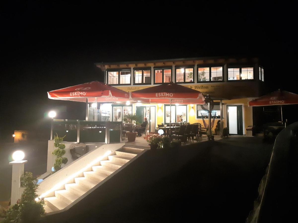 Terrasse nachts.jpg