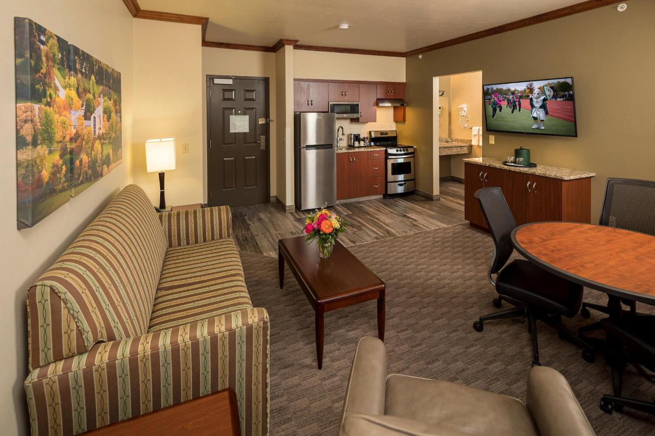 Kress Inn King Executive Suite.JPG