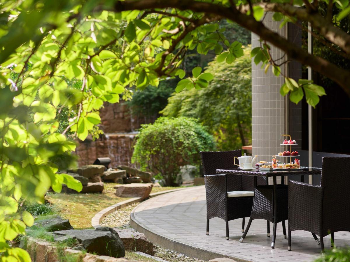 Lobby Garden_at_Hongqiao Jin Jiang Hotel_Shanghai_1.jpg