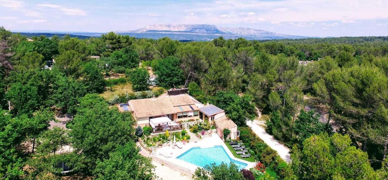 Aerial view Villa Victoria