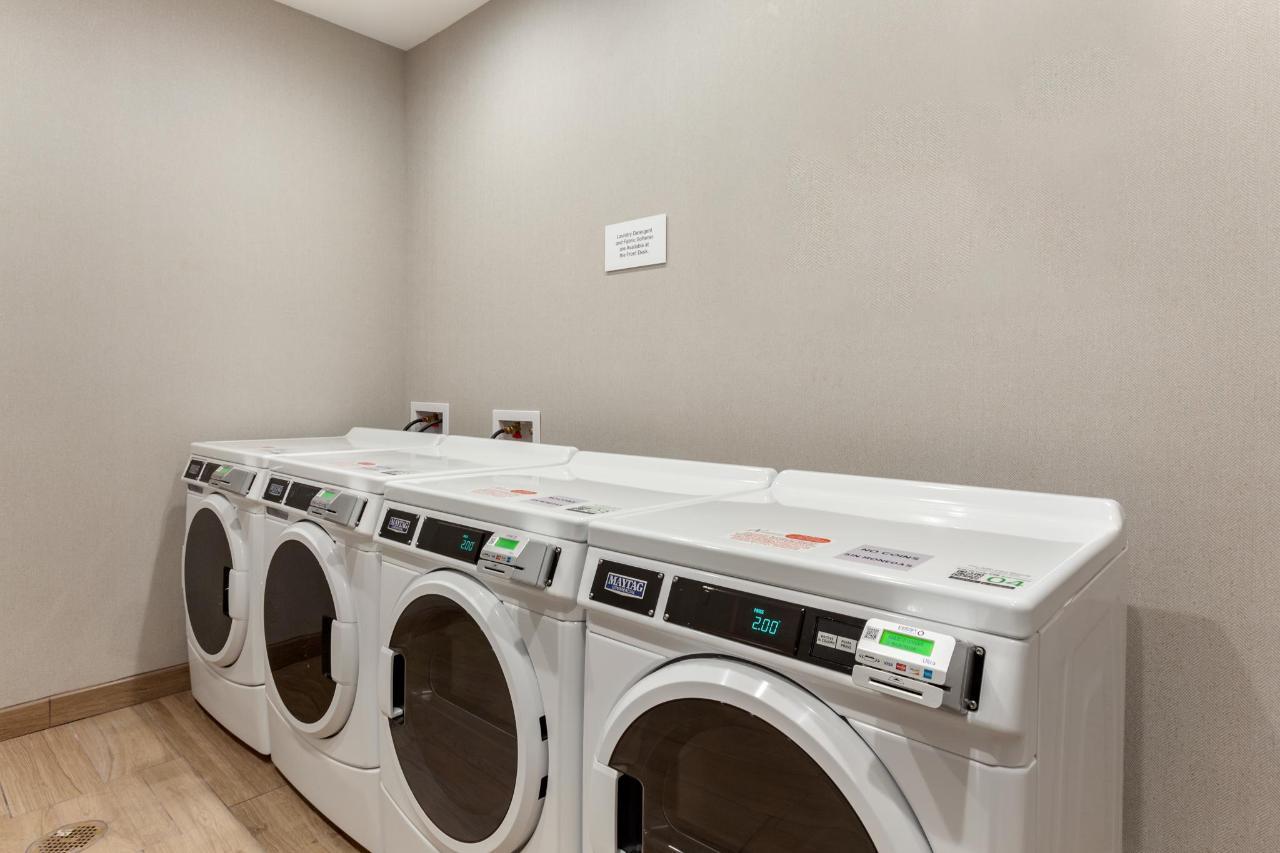 TXI09-laundry1.JPG