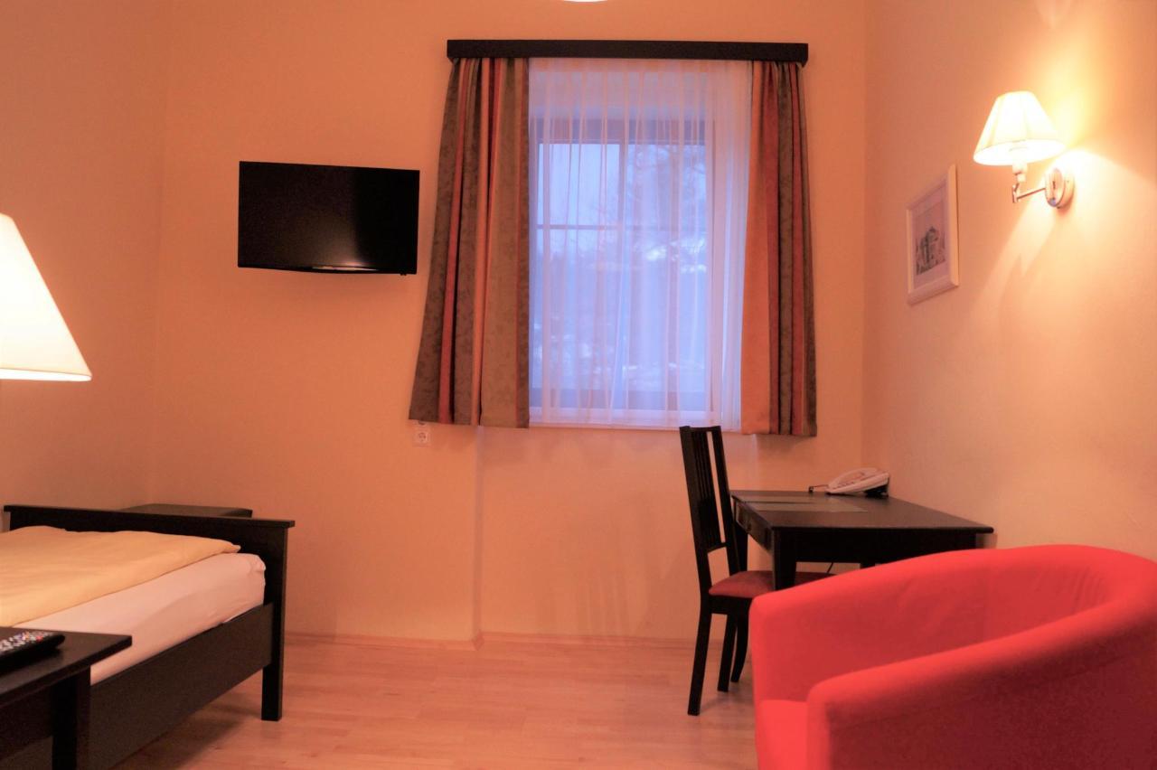 Einbettzimmer gesamt (2).jpg