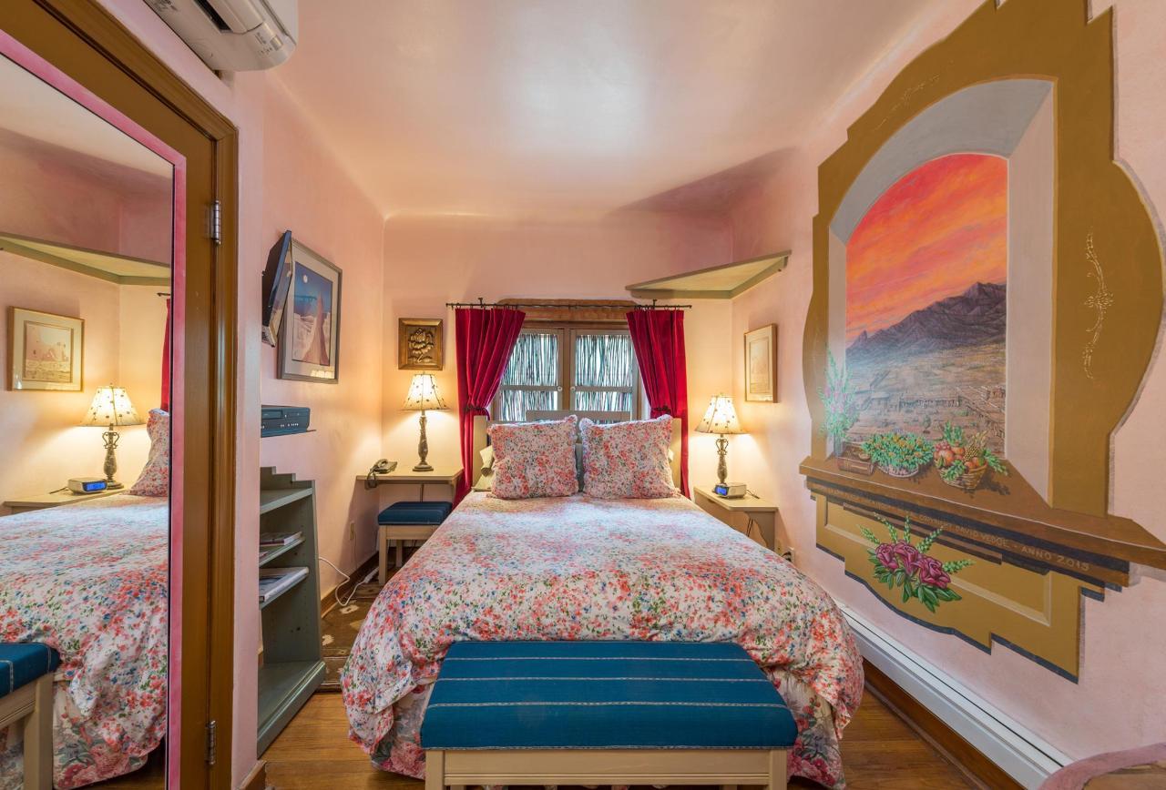 Wildrose Queen Room
