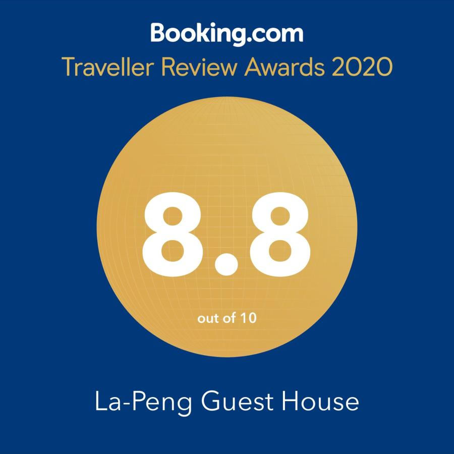 Award booking.com.png