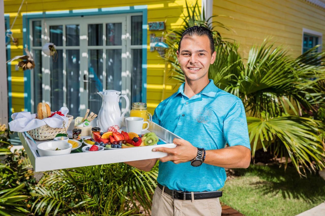Breakfast Eduardo's - Room Service .jpeg