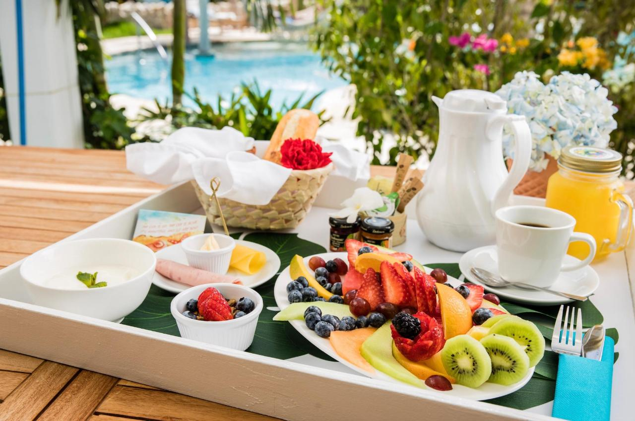 Eduardo's Breakfast - on Patio.jpeg