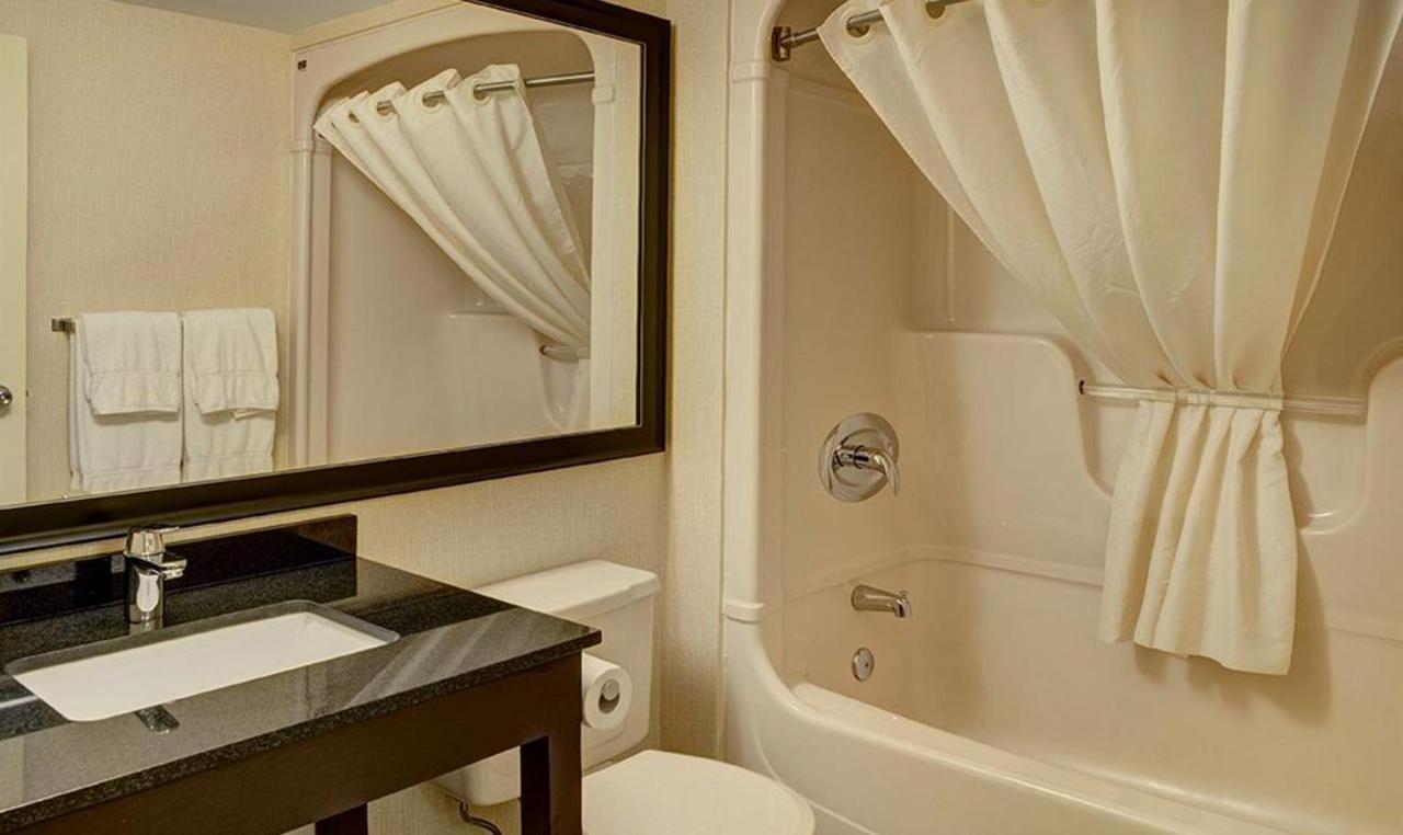 CIB bathroom.JPG