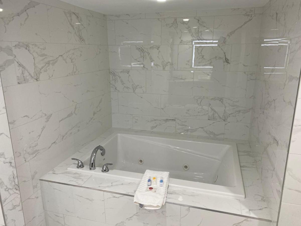 VIP Master Bath Jetted Tub.jpg