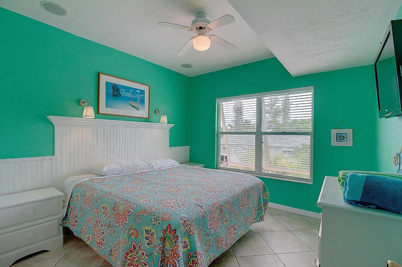 SSR #5 2 BR guest bedroom.jpg