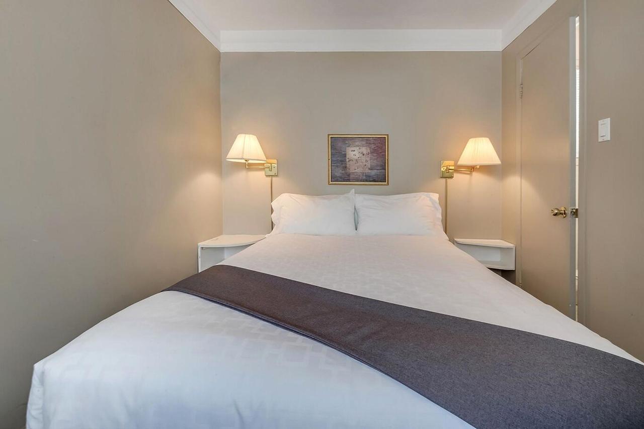 chambre #8 Queen standart motel levis.jpg