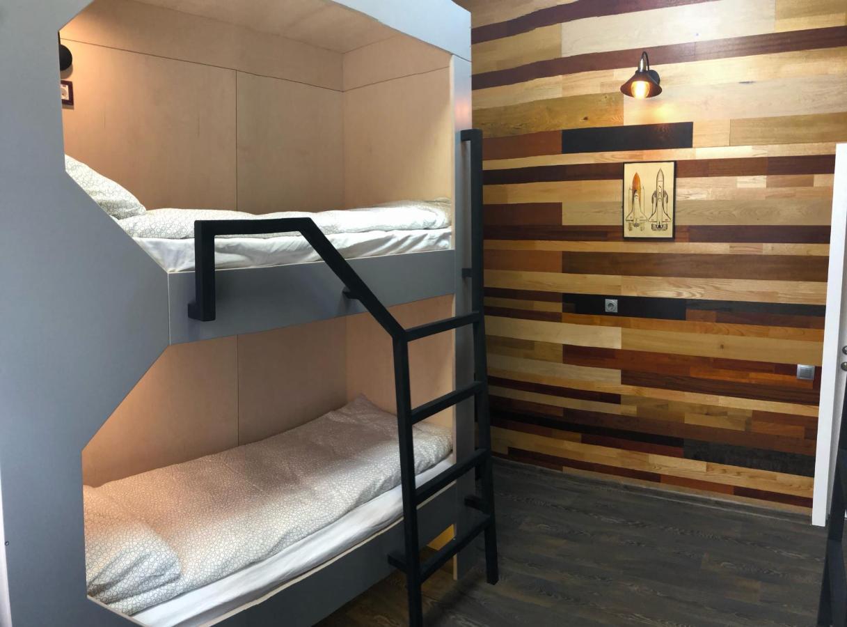 Кровать в хостеле.jpg
