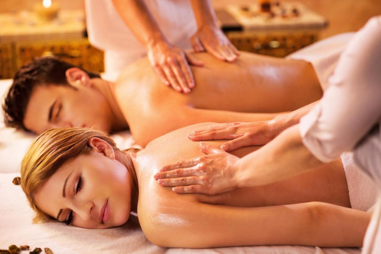 Couples massage- Istock.jpg