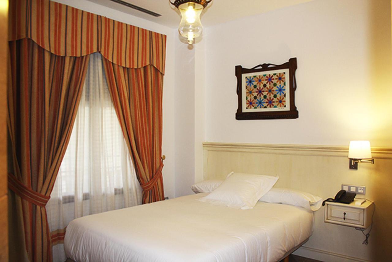habitación hotel 8.jpg