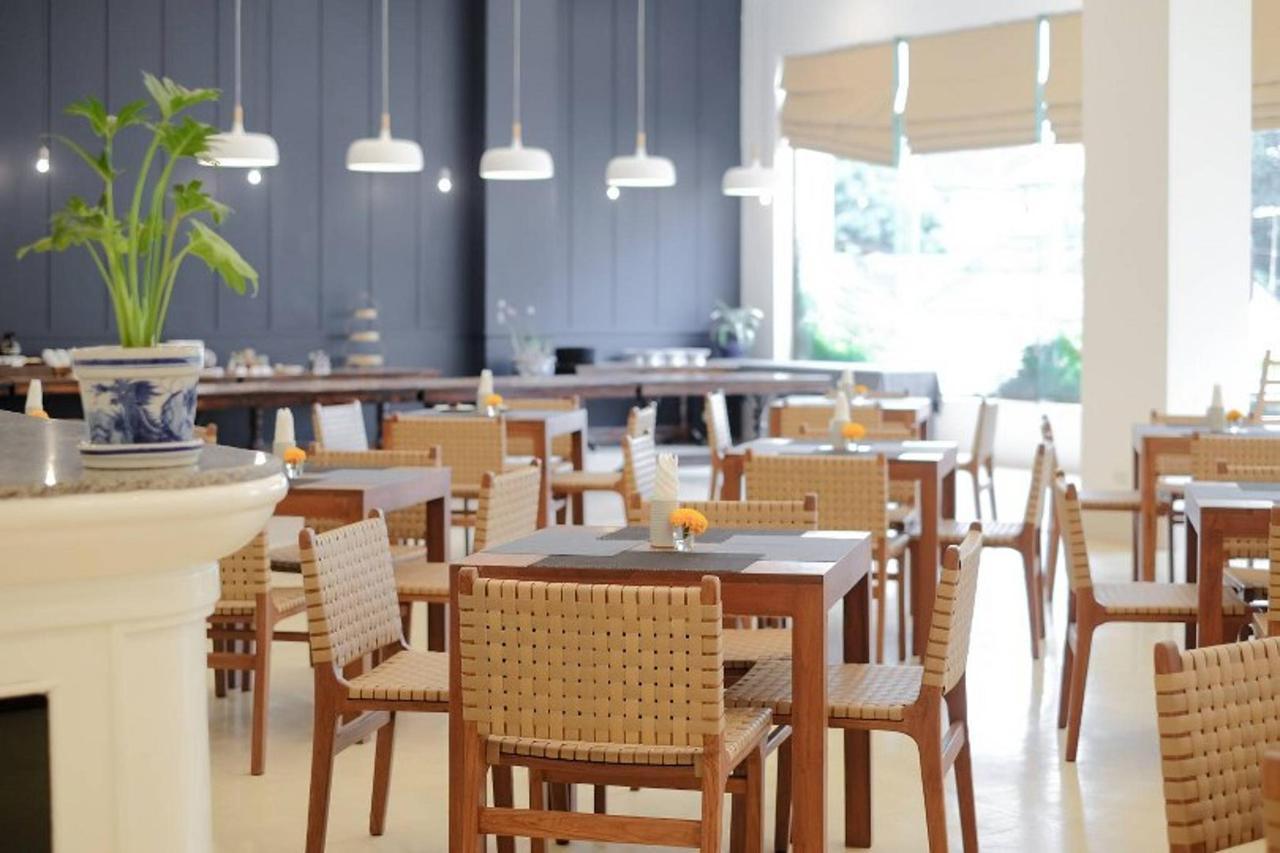 Restaurant2_810x540.jpg