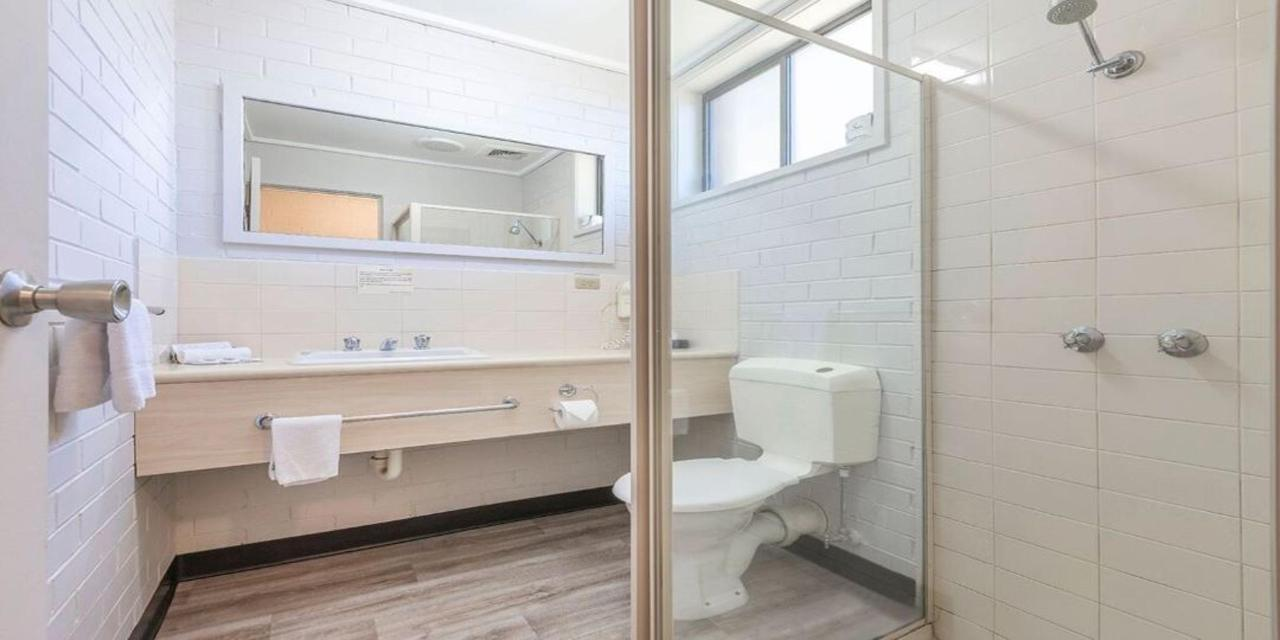 bathroom1080.jpg