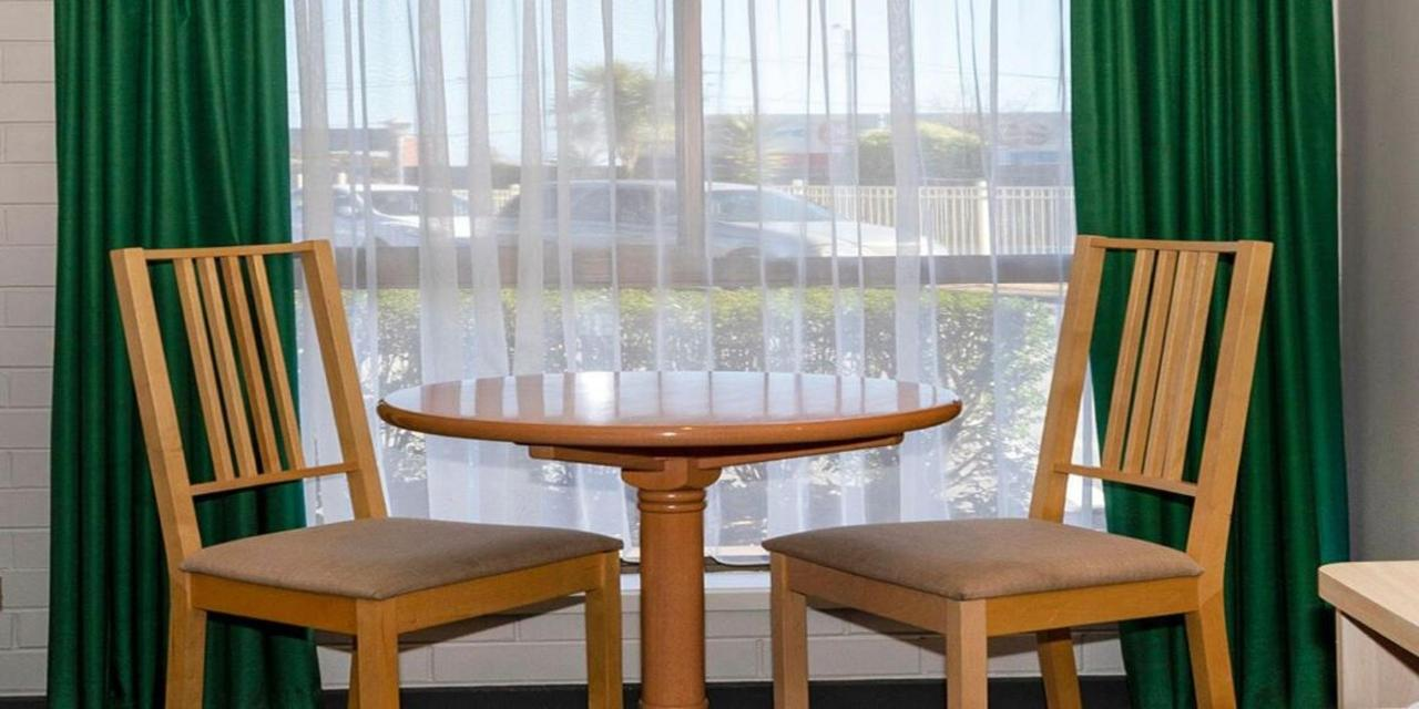 table1080.jpg