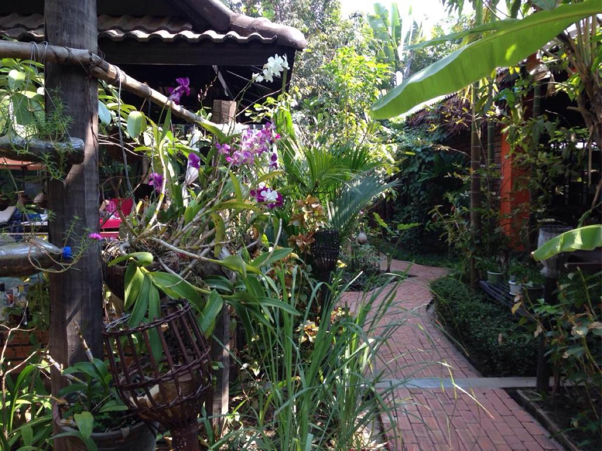 020_1_garden.jpg